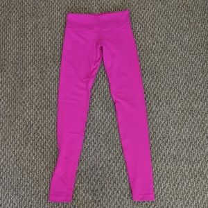 Hot pink Lululemon yoga pants (4)